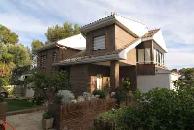 Amazing 4 bedroom house in Castelldefels with pool and terrace